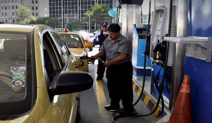 En Ecuador el consumo de gasolina súper bajó a un 50%