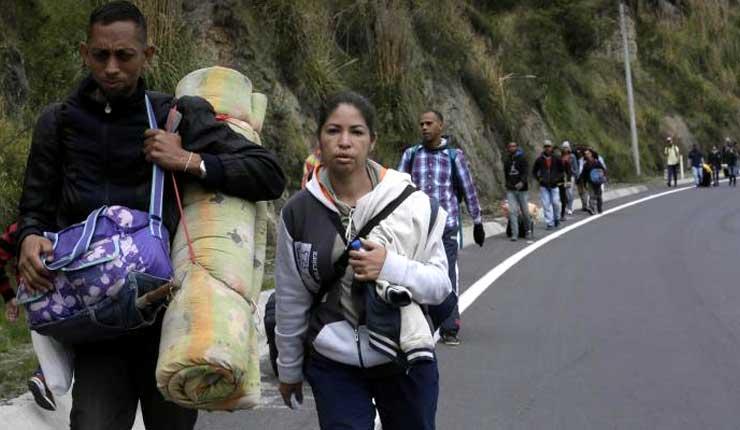 Inmigrantes venezolanos logran ingresar a Ecuador sin pasaporte, en su camino a Perú