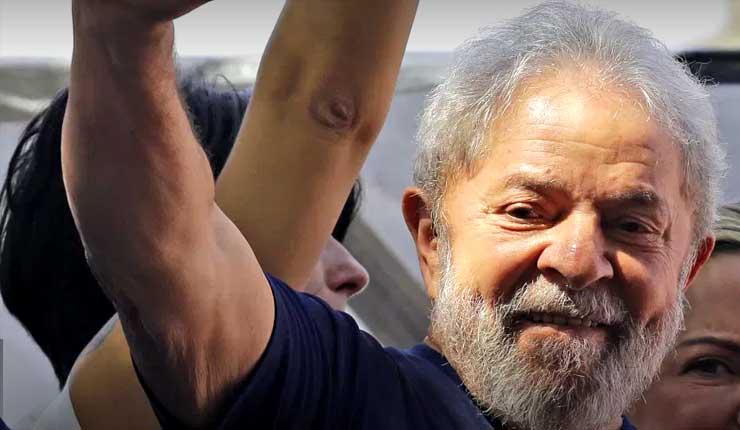 Ex presidente de Brasil Luiz Inacio Lula da Silva aparece en primer anuncio de campaña