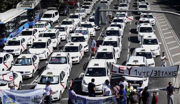 Taxistas españoles levantan huelga