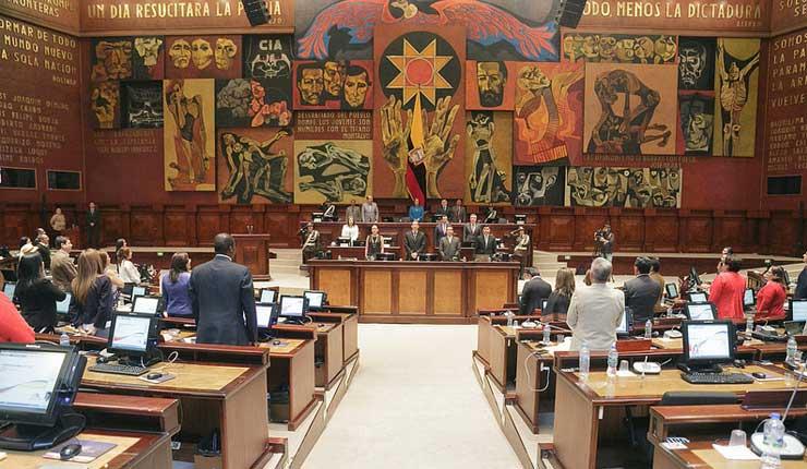 Contraloría y Fiscalía investigarán presuntos pagos de servidores legislativos