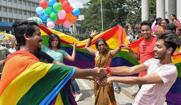 Histórica despenalización de la homosexualidad en India entre lágrimas de emoción