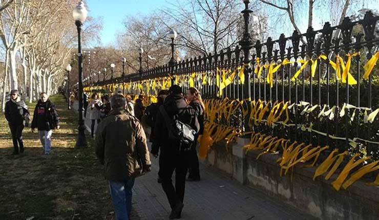 Aumentan las tensiones sobre lazos amarillos en Cataluña - España