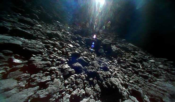 Imágenes de sonda japonesa muestran superficie de asteroide