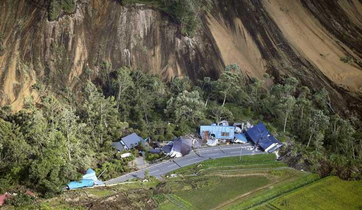 Temblor en Japón deja 9 muertos y decenas de desaparecidos