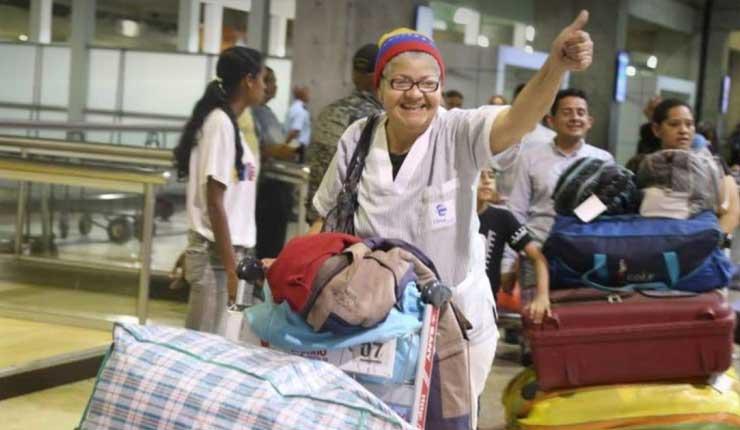 Venezolanos retornan de Perú en vuelo financiado por Maduro