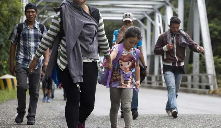 EEUU amenaza quitar ayuda a Centroamérica por caravana
