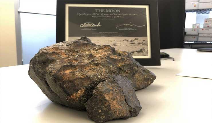 Subastarán roca lunar encontrada en noroeste de África