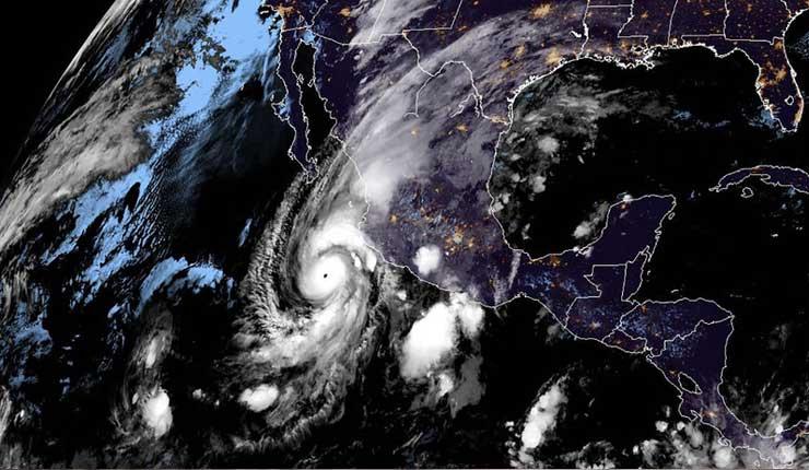 Amenaza para México: El huracán Willa alcanza la categoría 4