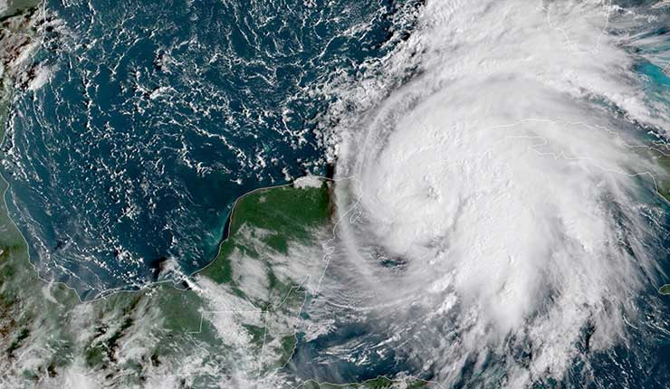 Michael se convierte en huracán y amenaza a Cuba y México camino de EE.UU.