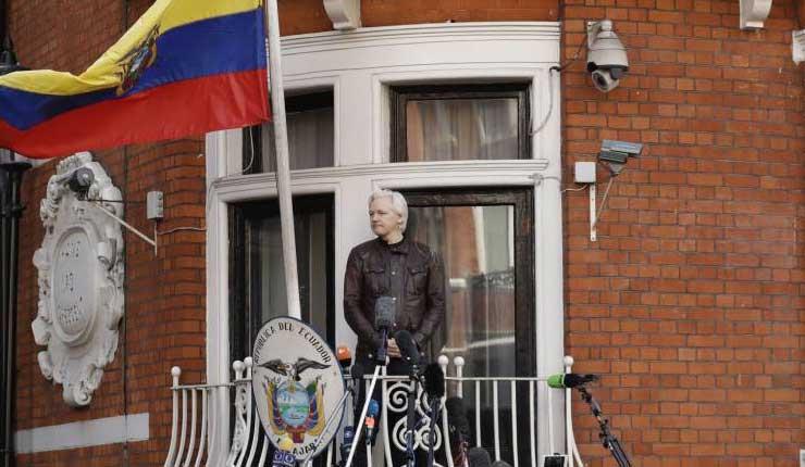 EE UU presiona a Ecuador para que mantenga incomunicado a Julian Assange