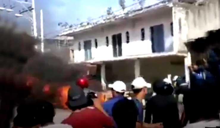 Populacho lincha a tres personas e incendia vehículos en Posorja
