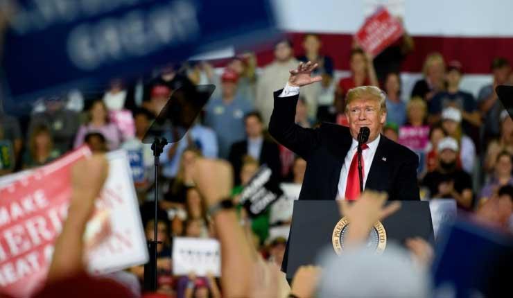 Los mercados mundiales tambalean mientras Trump ataca a la Fed