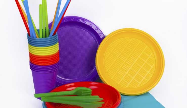 Unidades Educativas no podrán solicitar materiales plásticos de un solo uso