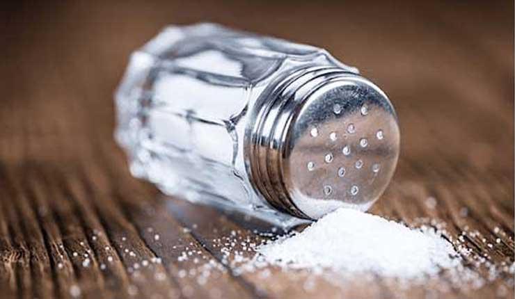 Científicos hallan un peligroso componente en el 90 % de la sal de mesa