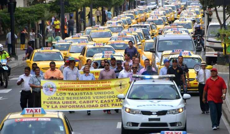 Taxistas marchan contra el uso de aplicaciones móviles