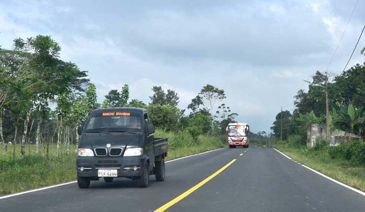 Santo Domingo: Autoridades realizan la entrega oficial de la vía asfaltada Colorados del Búa-Umpechico