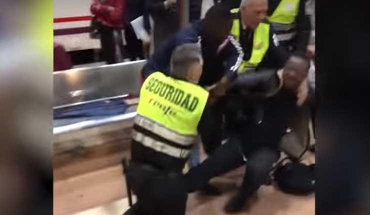 España: Guardias de tren echan a un joven negro por decir que solo enseñaría su billete a un revisor