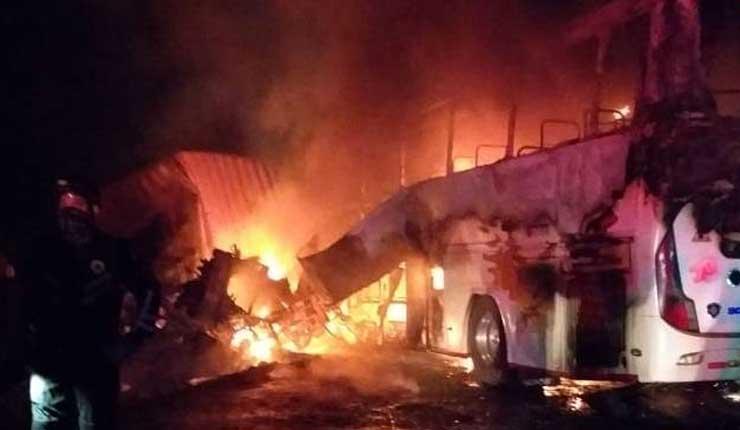 Fatal accidente en vía Quevedo-Santo Domingo deja 7 muertos y 4 heridos