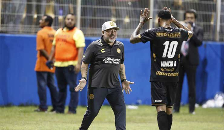 Gol del ecuatoriano Angulo le da la clasificación al equipo de Maradona