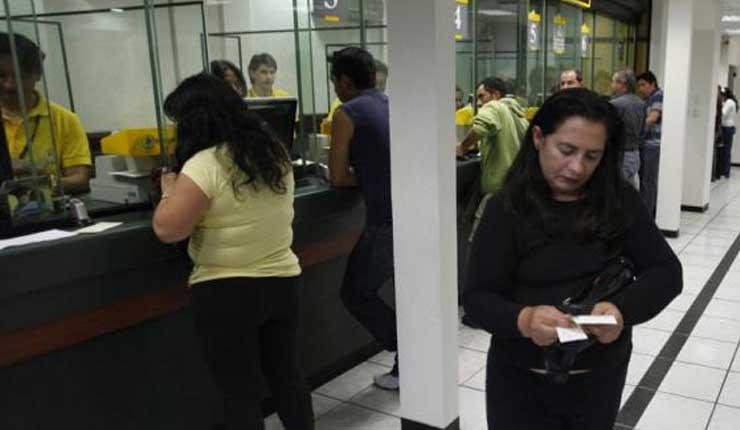 Institución Bancaria, Cobros Indebidos,