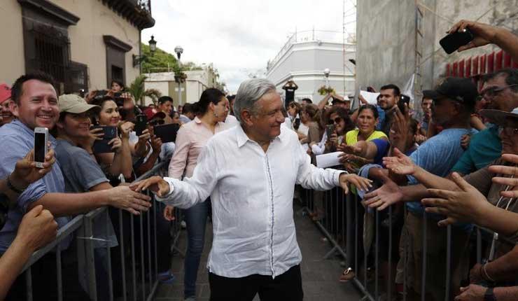 El nuevo presidente de izquiera Manuel Lopez promete tranaformar México
