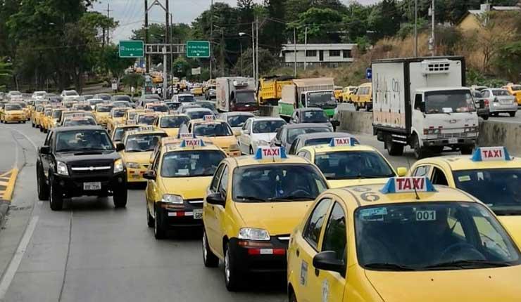 Taxistas anuncian marcha en Quito