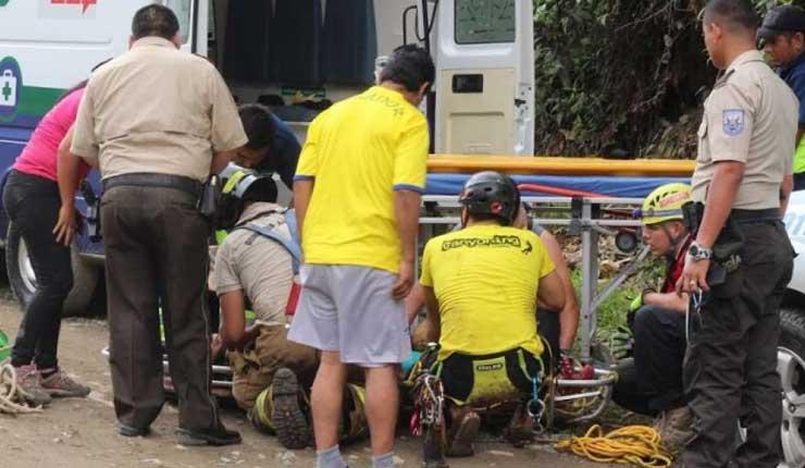 Rescatan a turista en Santo Domingo tras caer 50 metros