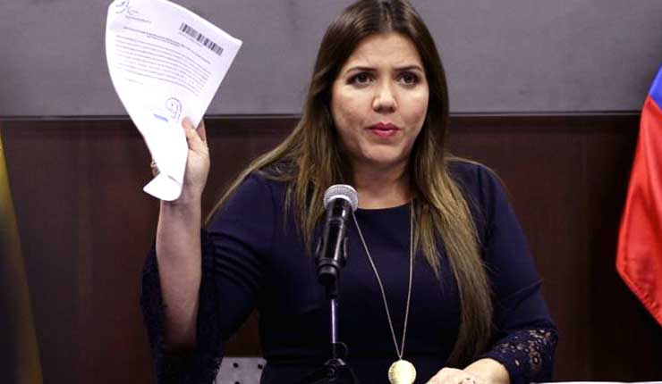 Vicepresidenta de Ecuador Alejandra Vicuña acusada de recibir diezmos