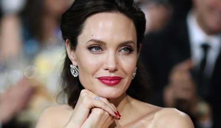 Actriz Angelina Jolie podría dedicarse a la política