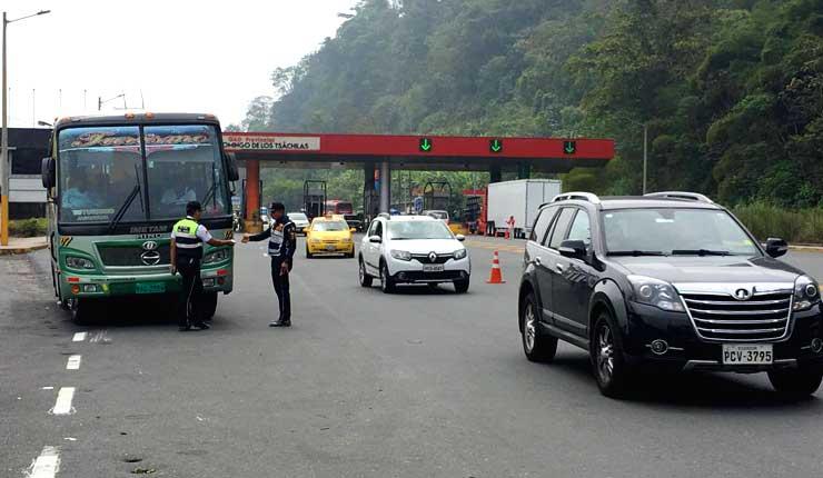 Más de 50 mil vehículos usaron la vía Aloag-Santo Domingo por retorno de feriado
