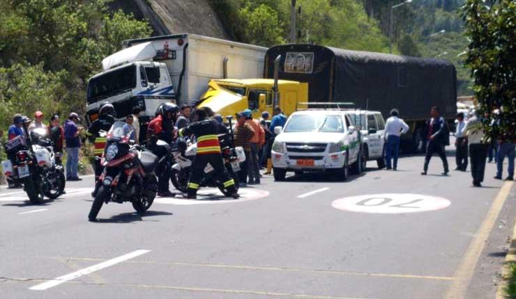 Múltiple accidente de tránsito deja 8 personas heridas en Quito