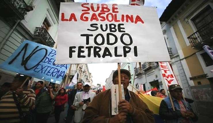 Marcha de trabajadores contra aumento de la gasolina en Ecuador