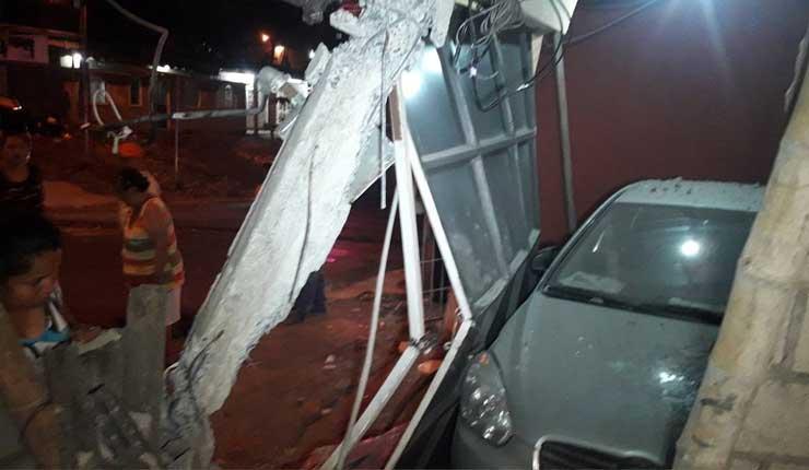 Un bus choca contra dos viviendas del norte de Guayaquil