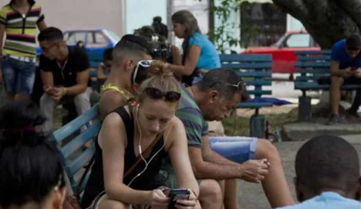 Cuba comenzará a ofrecer datos de internet móviles