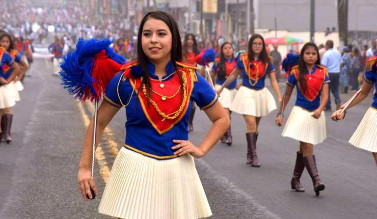Santo Domingo celebró con desfile su fundación y provincialización