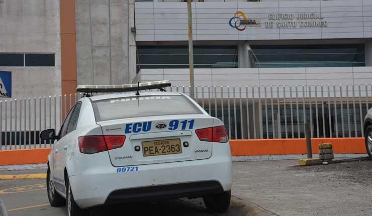 Estudiantes de colegio fiscal habrían intentado disparar a su maestro en Santo Domingo