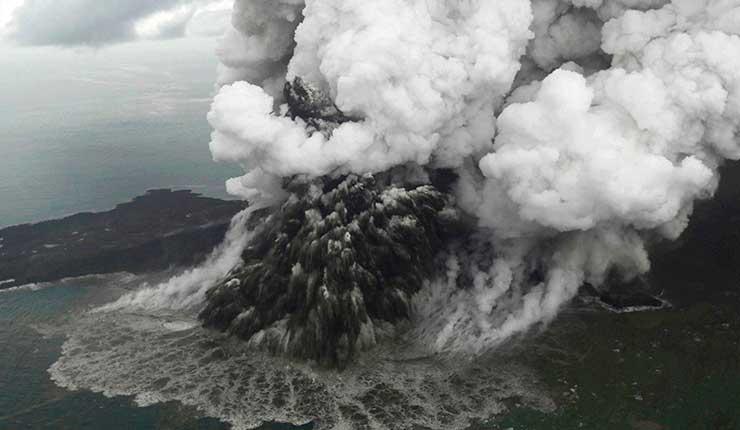 Parte del volcán Anak Krakatoa desaparece tras erupción