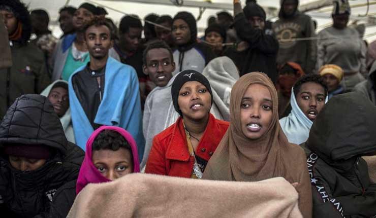 300 migrantes arriban a España tras una semana en el mar