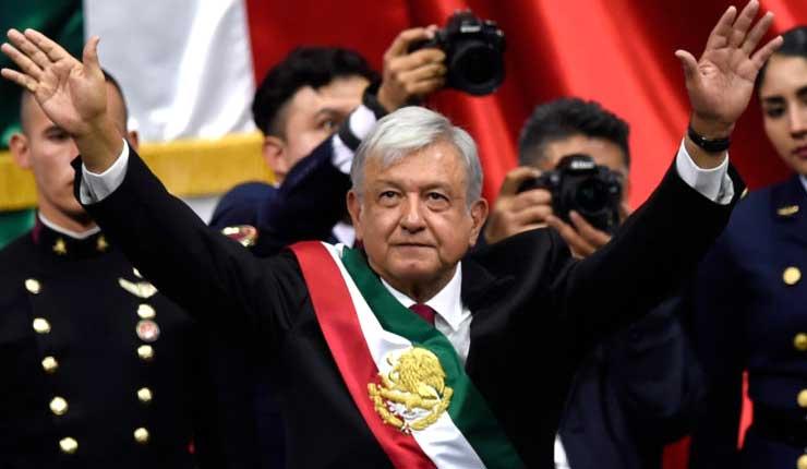 López Obrador asume la presidencia de México