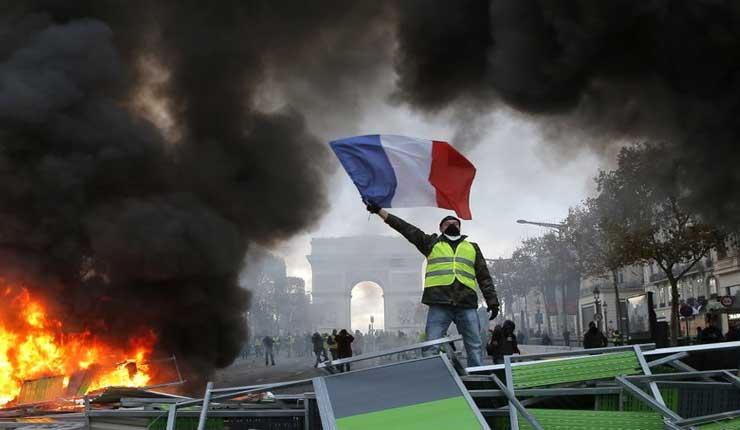 Autoridades blindan París ante protestas antigubernamentales
