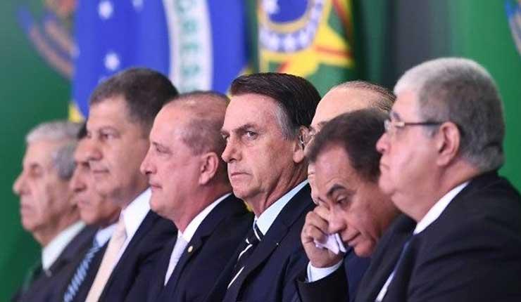 """Gobierno brasileño estudia """"privatizar o liquidar"""" 100 empresas estatales"""