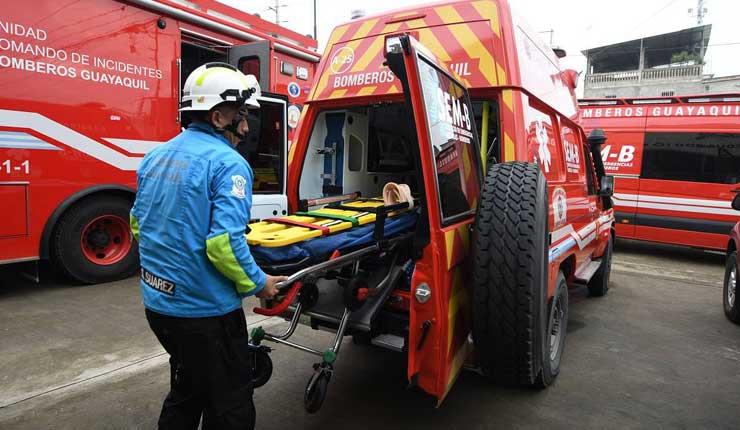 Cuerpo de bomberos de Guayaquil renueva ambulancias con capacidad para asistir a dos pacientes