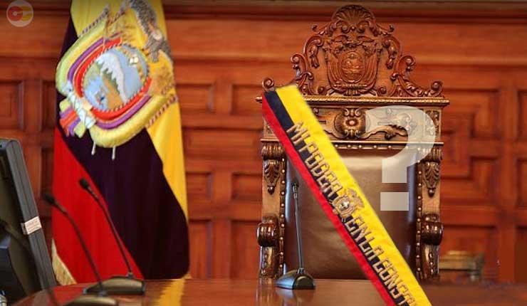 Lenín Moreno renuncia a sus funciones